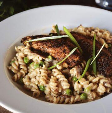 Blackened Chicken Mac And Cheese | Kita Roberts GirlCarnivore.com