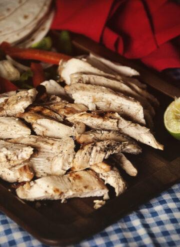Charcoal Grilled Chicken Fajitas | Kita Roberts GirlCarnivore.com