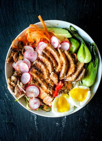 cropped-Paleo-Sesame-Tuna-Bowls-Kita-Roberts-GirlCarnivore-4.jpg